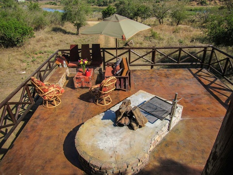 Braai area with view of Crocodile River and the Kruger National Park